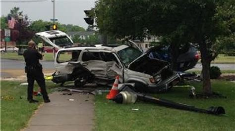 One dead after two-car crash in North Syracuse   WSTM