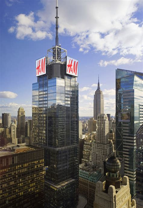 H&M Signs Atop 4 Times Square To Change New York City