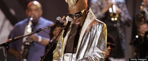 Sly Stone Not Homeless, He's Just Not Living In His House